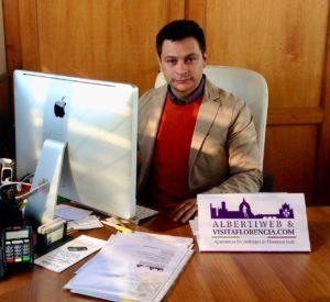 Osvaldo Alberti al lavoro nel suo ufficio 1